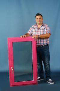 rózsaszín ablak